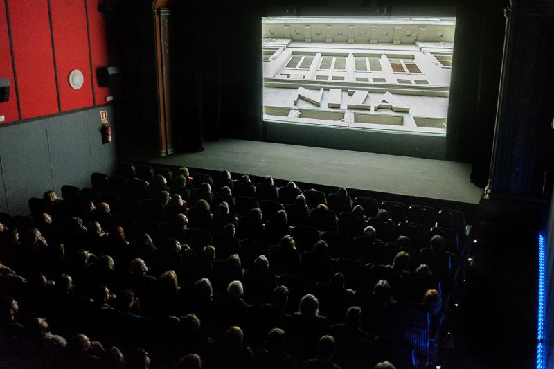 La sala del cine llena en motivo de la proyección del documenta