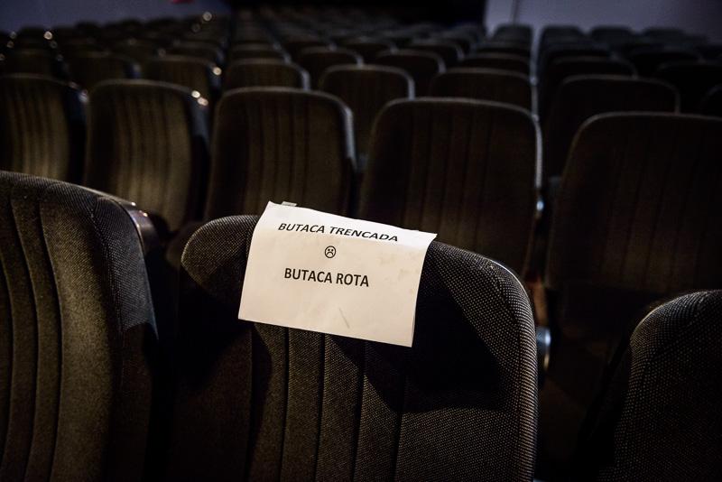 Una butaca rota en el Cine Maldà de Barcelona, tras la llamada