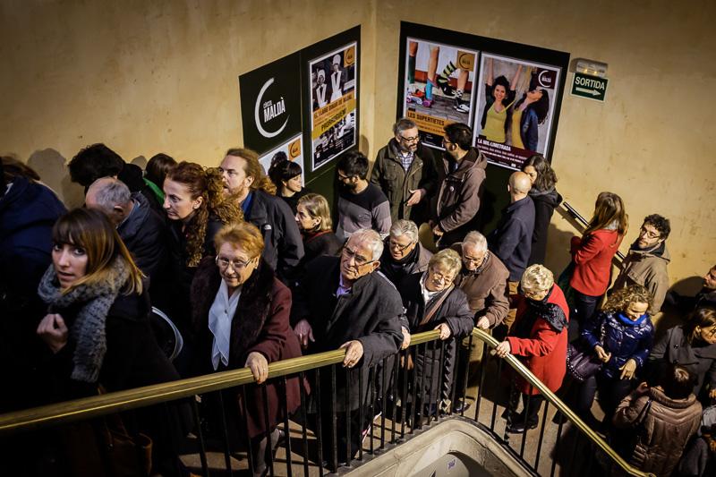 La escalera del Cine Maldà llena en motivo de la preestrena del